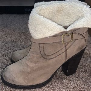 Fuzzy cuffed bootie women's size 9